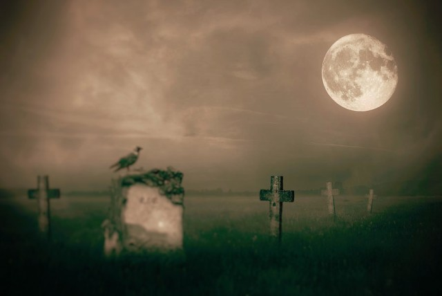 gravestones-in-moonlight-jaroslaw-grudzinski